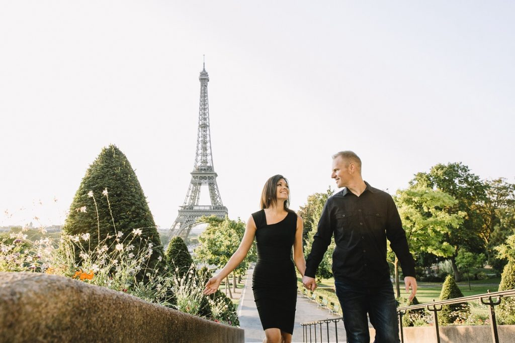 Reasons to Hire a Vacation Photographer | Souvenir Idea: Photo Shoot at Eiffel Tower