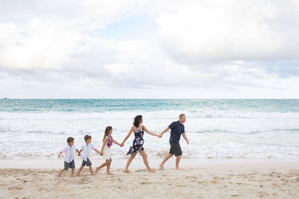 Reasons to Hire a Vacation Photographer | Family Beach Photo Hawaii