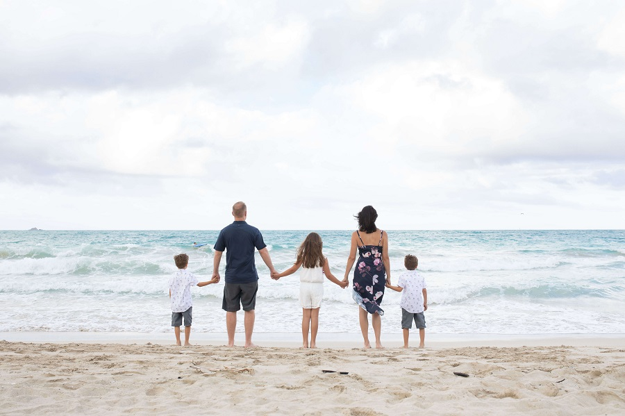 Reasons to Hire a Vacation Photographer | Family photo on Kailua Beach, Oahu