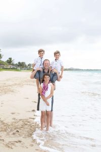 Reasons to Hire a Vacation Photographer | Family Photos on Oahu, Hawaii at Kailua Beach