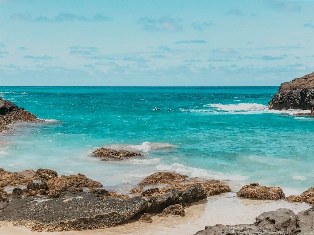 Eternity Beach on Oahu, Hawaii  #freetotravelmama | Oahu Hawaii Photography | Oahu Instagram Pictures |  Oahu Instagram Spots | Instagram Worthy Pictures in Oahu | Hawaii Instagram Pictures Oahu | Best Places for photos Oahu | Best Photo Spots Oahu