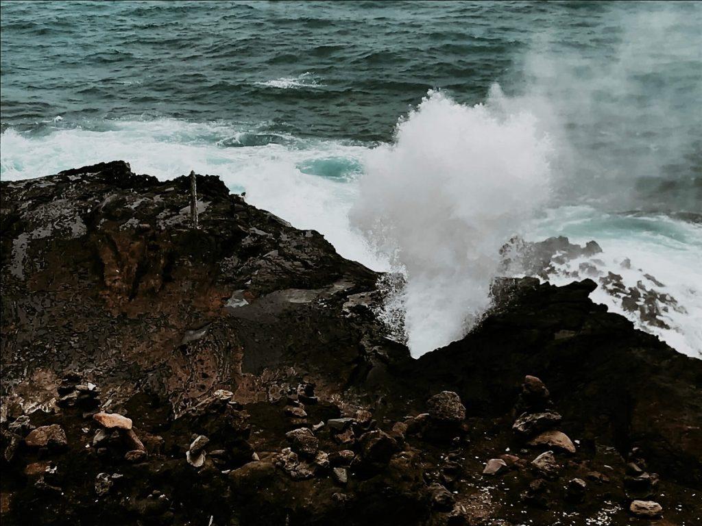 Halona Blowhole with waves crashing on Oahu  #freetotravelmama | Oahu Hawaii Photography | Oahu Instagram Pictures |  Oahu Instagram Spots | Instagram Worthy Pictures in Oahu | Hawaii Instagram Pictures Oahu | Best Places for photos Oahu | Best Photo Spots Oahu