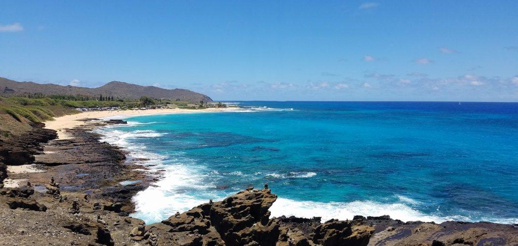 Sandy Beach Park view on Oahu  #freetotravelmama | Oahu Hawaii Photography | Oahu Instagram Pictures |  Oahu Instagram Spots | Instagram Worthy Pictures in Oahu | Hawaii Instagram Pictures Oahu | Best Places for photos Oahu | Best Photo Spots Oahu